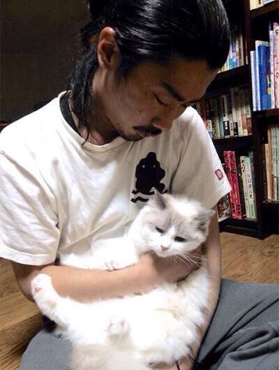 パンサー管と飼い猫のラグ