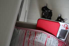 戸棚の中に閉まったキャットフード